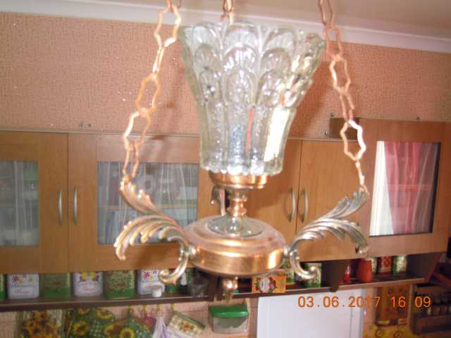 Продам  два одинаковых подвесных светильника