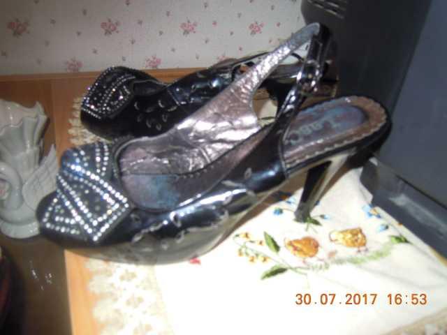 Продам женские босоножки размер 36