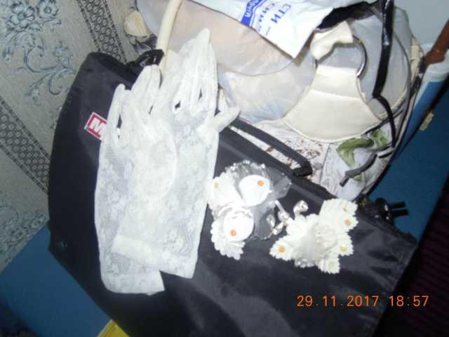 Продам свадебный набор из перчаток и цветочков