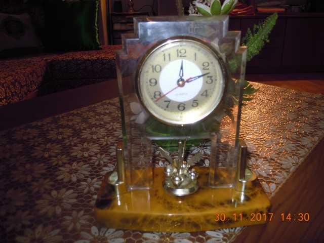 Продам  часы настольные или для камина