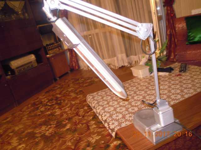 Продам настольная люминисцентная лампа