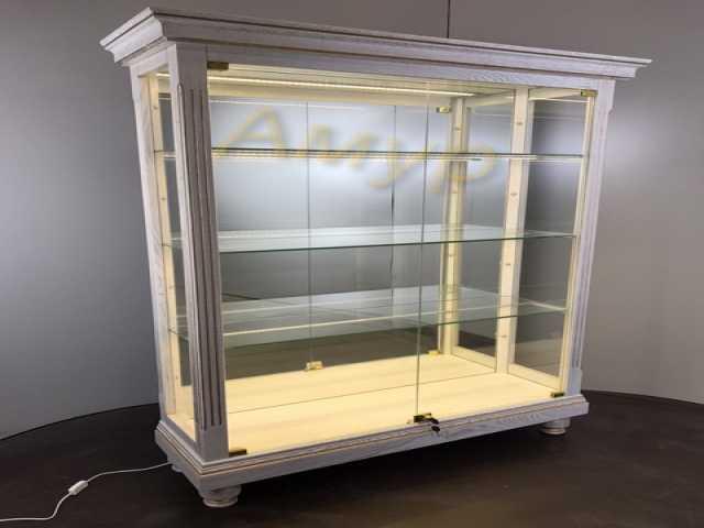 Продам Шкаф витрина из дерева для посуды