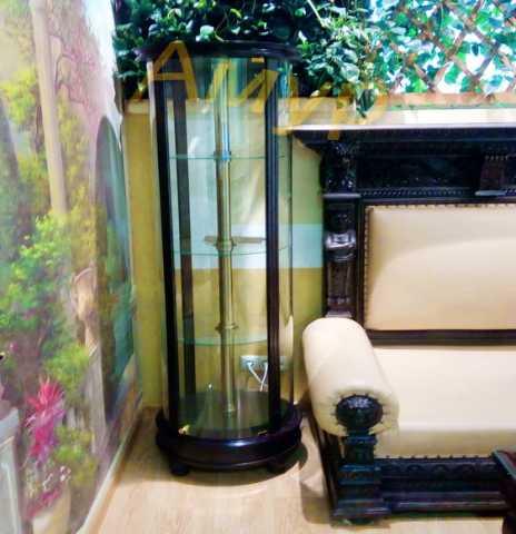 Продам: Вращающаяся круглая витрина из дерева