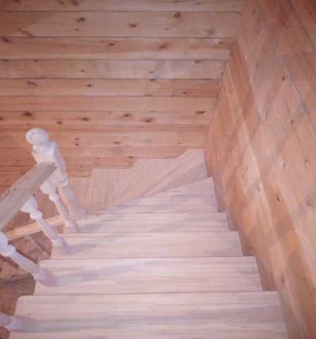 Продам: Изготовление лестниц из дерева и металла