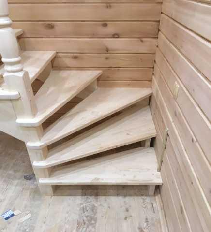 Продам Изготовление и монтаж любых лестниц (под