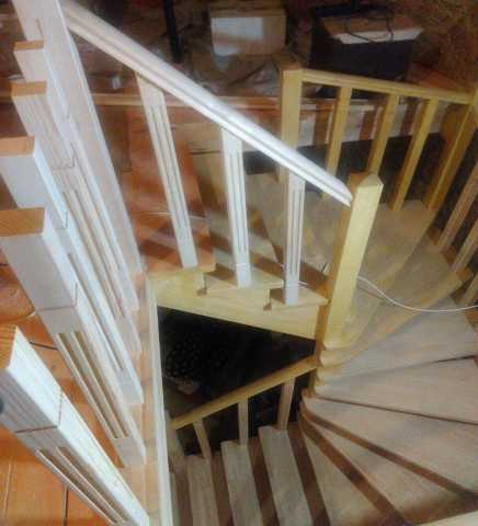 Продам: Изготовление лестниц на местном производ