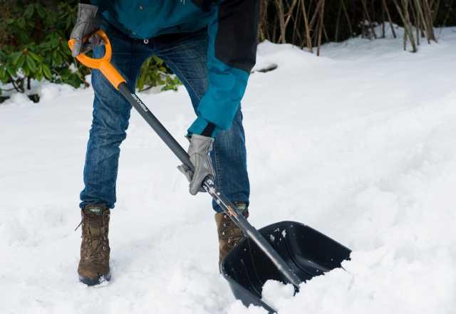 Предложение: Уборка снега лопатами
