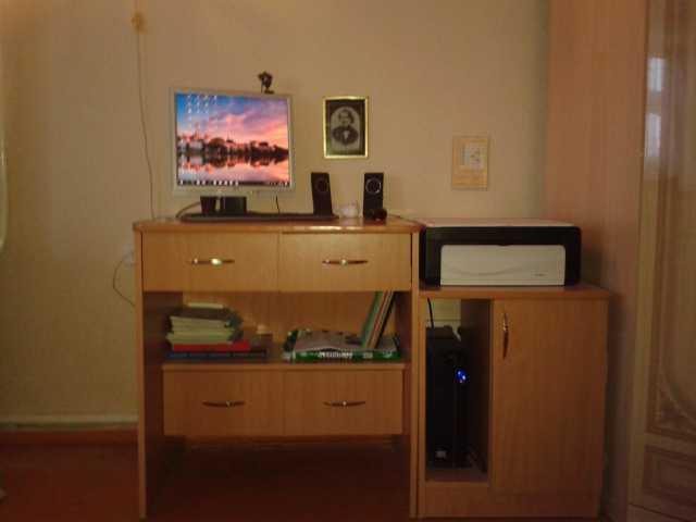 Продам стол компьютерный с приставной тумбой