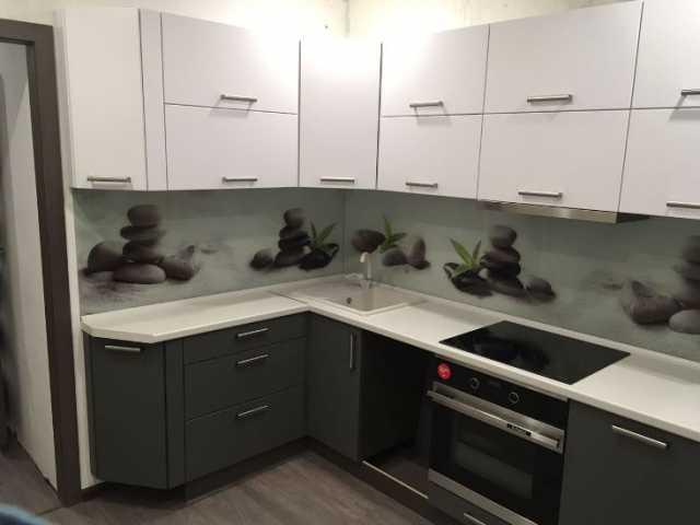 Предложение: Кухонный гарнитур со стеклянным фартуком
