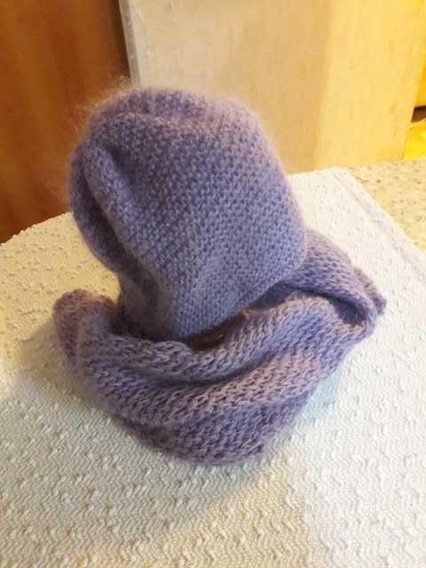 Продам Женскую шапочку и шарф. Ручная вязка.