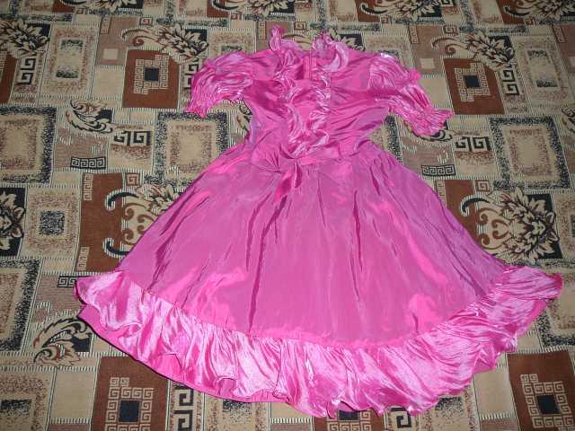 Продам Праздничное платье состояние нового