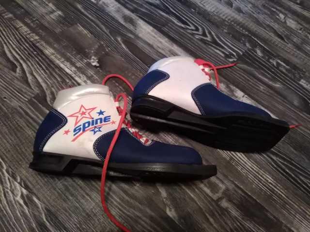 Продам Ботинки лыжные 36 размера