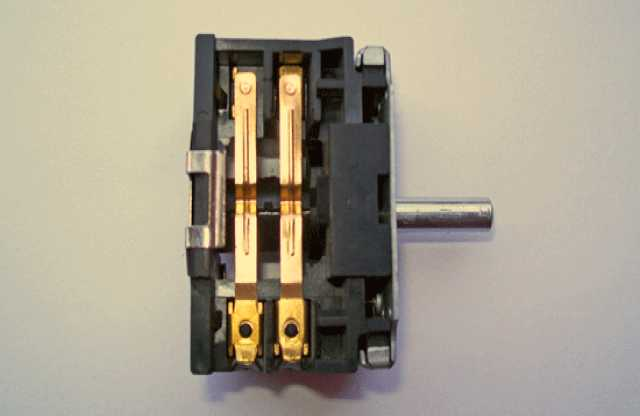 Продам Переключатель 3-х поз. 250V 16A EP058