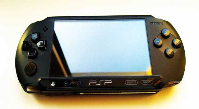 Продам Sony PlayStation Portable E1008 Black
