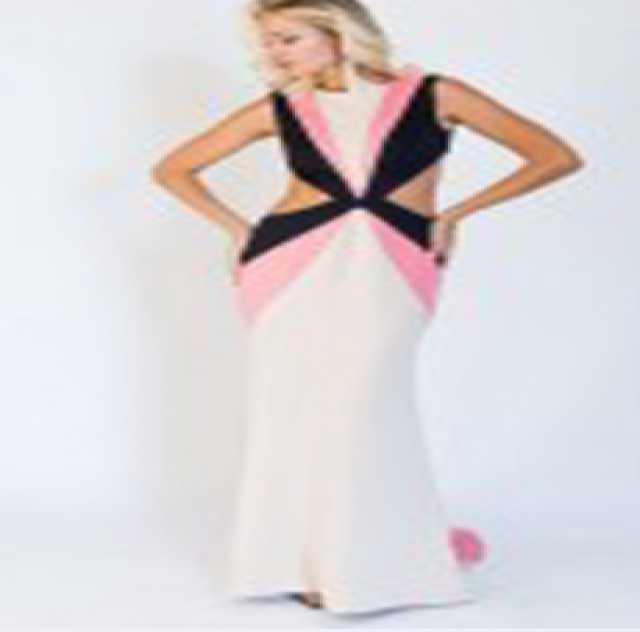 Предложение: Трехцветное платье с открытыми спиной и