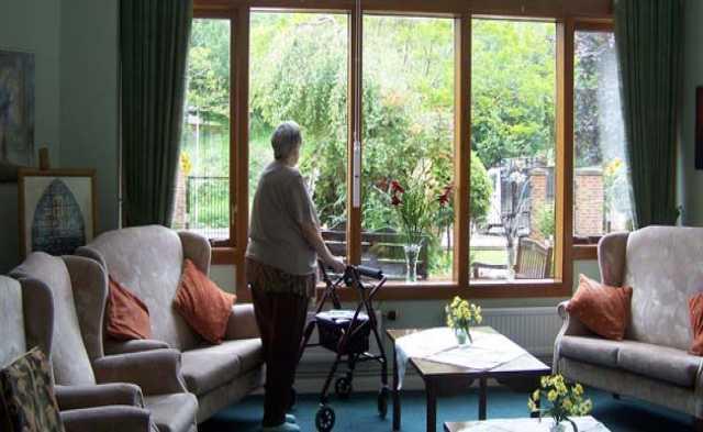 Требуется: Работа по уходу за пожилыми в доме прест