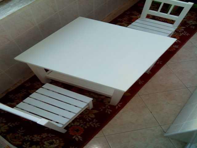 Продам Стол и 2 стула детские (комплект)
