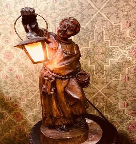 Продам Винтажная лампа с фигурой монаха. 1900е