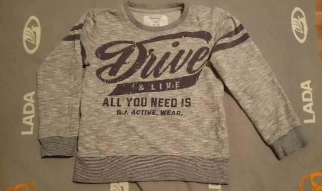 Отдам даром: свитер и другую одежду