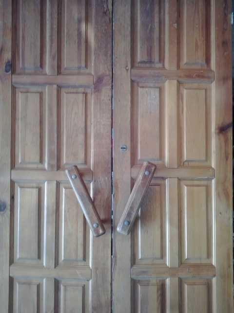 Продам Двери деревянные распашные
