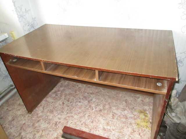 Продам письменный стол, обеденный стол