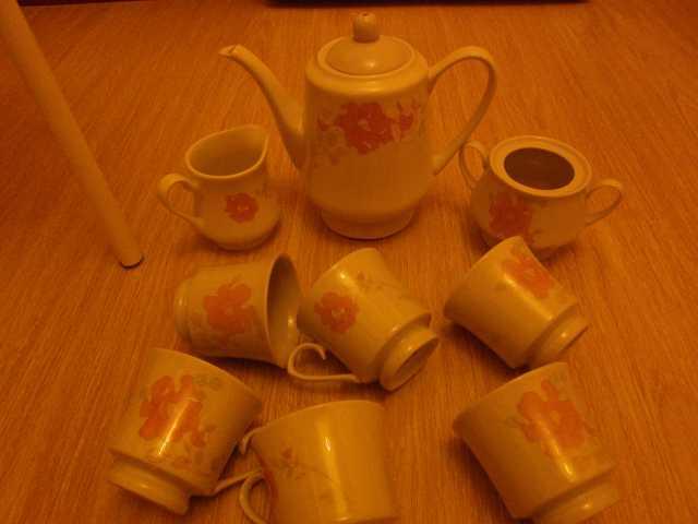 Продам Чайный сервиз  Китай 90-е г.Фарфор. Р