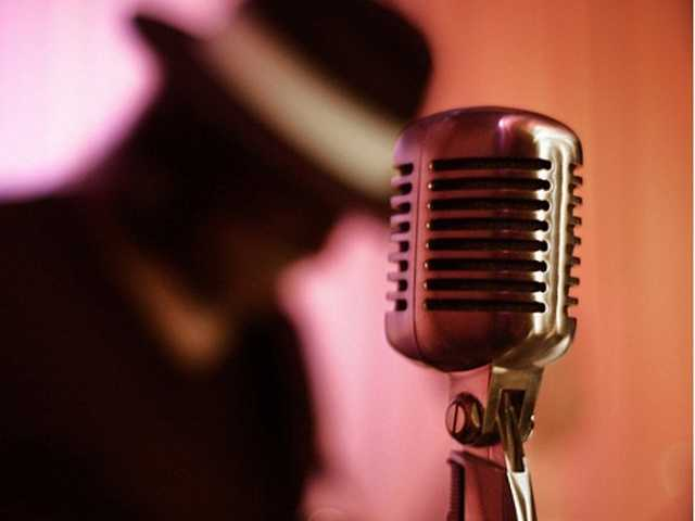 Вакансия: Певец-музыкант в кафе на побережье