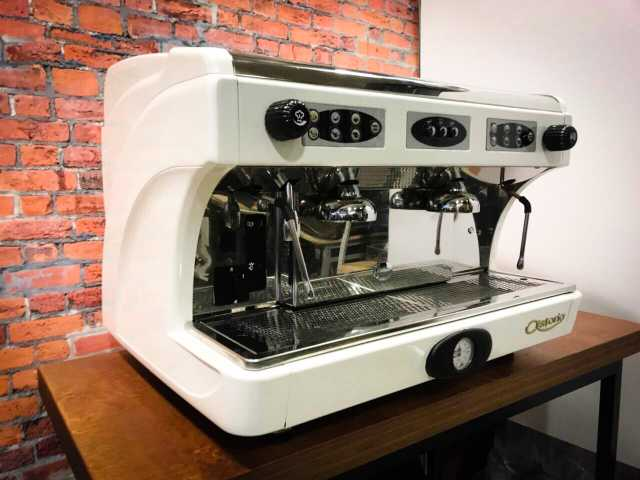 Продам кофемашина Astoria
