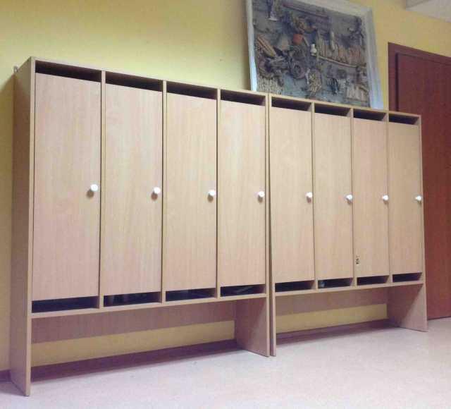 Продам Шкаф и парты