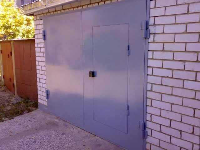 Продам: Распашные гаражные ворота.