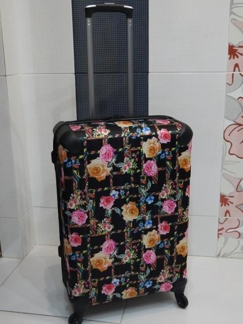 Продам чемодан на колесиках