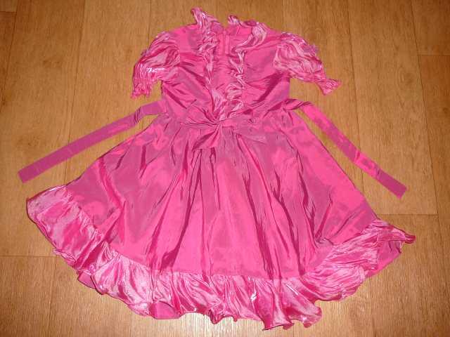 Продам Нарядное платье для девочки 3,5-5,5 лет