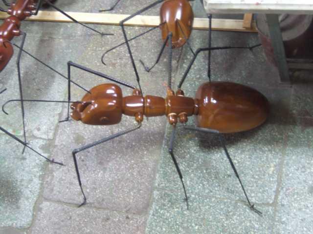 Продам Муравей стилизованный, деревянный.