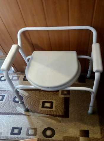 Продам Кресло- туалет, с санитарным оснащением
