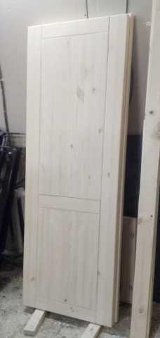 Продам Дверь деревянная из массива сосны