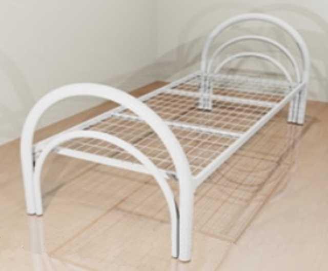 Продам Кровать с металлической спинкой