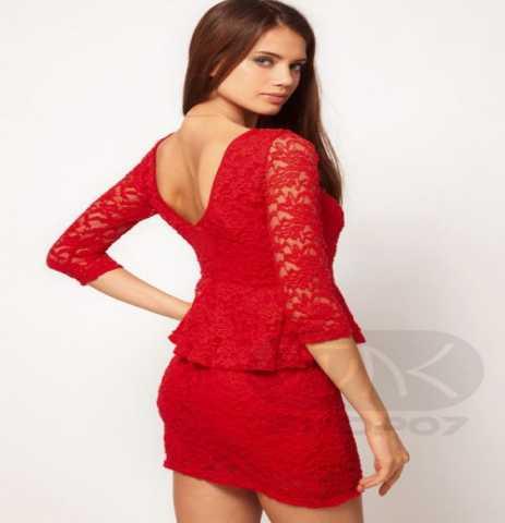 Продам Платье с кружевными рукавами