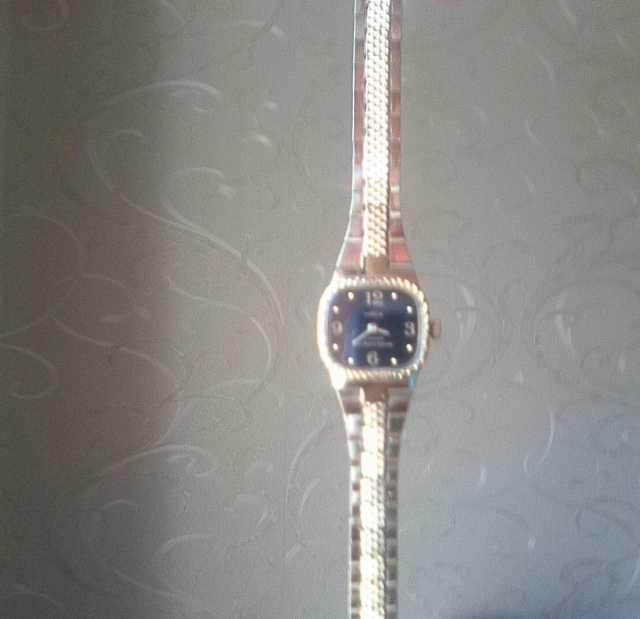 Продам Часы наручные женские Чайка