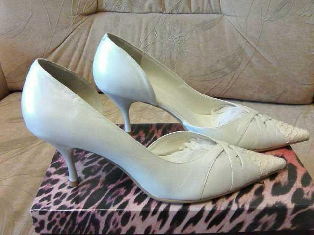 Продам Туфли свадебные кожаные женские 38-39р