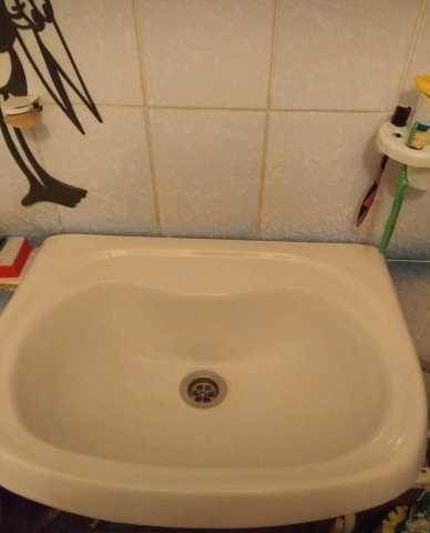 Продам Сливной бочок и раковина в туалет