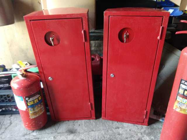 Продам: Шкаф угловой под огнетушитель