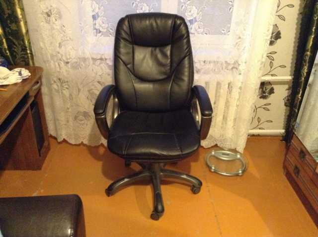 Продам Офисное кресло из натуральной кожи