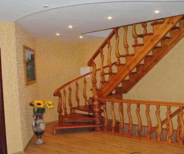 Продам Деревянные лестницы на заказ качественно