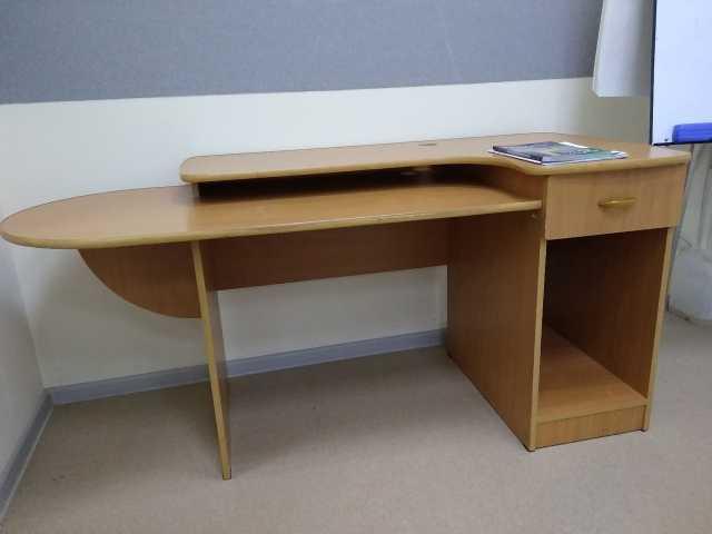 Продам Стол компьютерный в офис