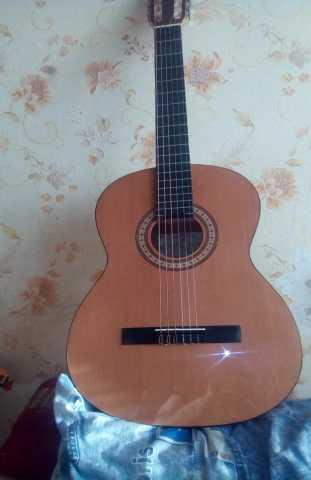 Продам Классическую гитару Cremona 271