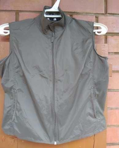 Продам Куртка-безрукавка DKNY. Размер 46.