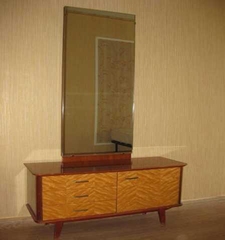 Продам Комплект: 2 тумбочки и тумба с зеркалом
