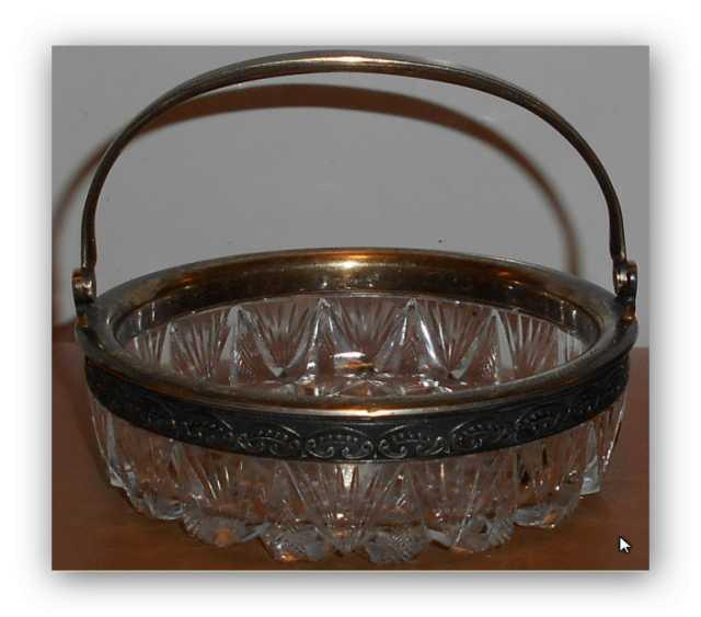 Продам Ваза Конфетница с серебренным ободком и