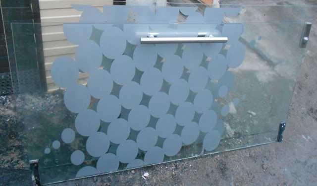 Продам Двери 2шт за каленного стекла 10 мм