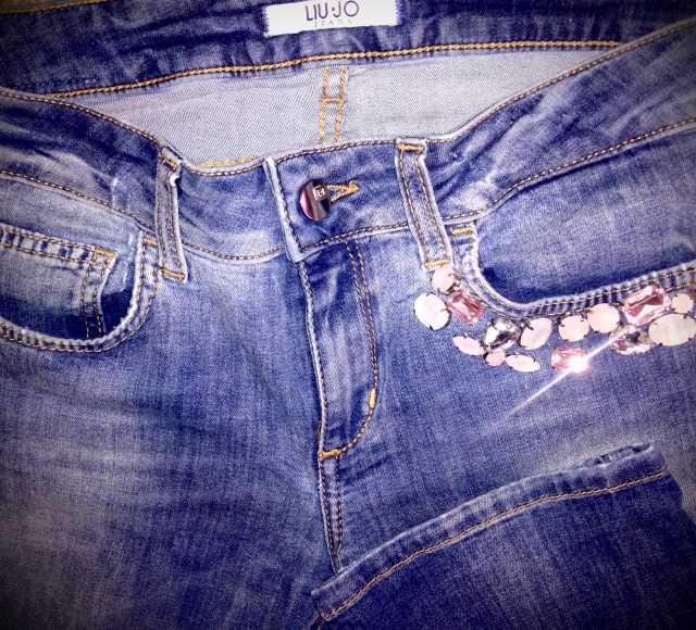 Продам женские джинсы! с красивфми камнями...17